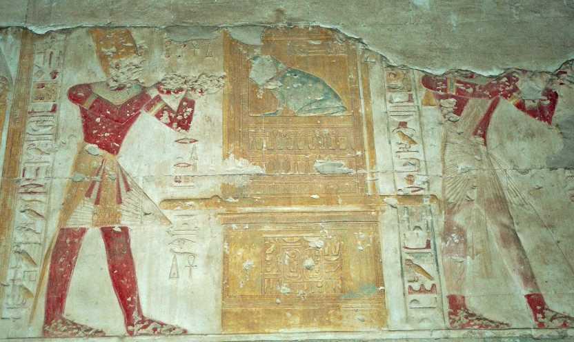 Les étranges oiseaux et hieroglyphes de l'Egypte antique Fh000008